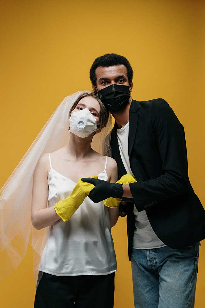 wedding couple with masks and gloves